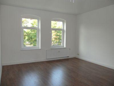 we 4 2 zimmer wohnung neu renoviert laminatboden k che und bad m fenster gartennutzung. Black Bedroom Furniture Sets. Home Design Ideas