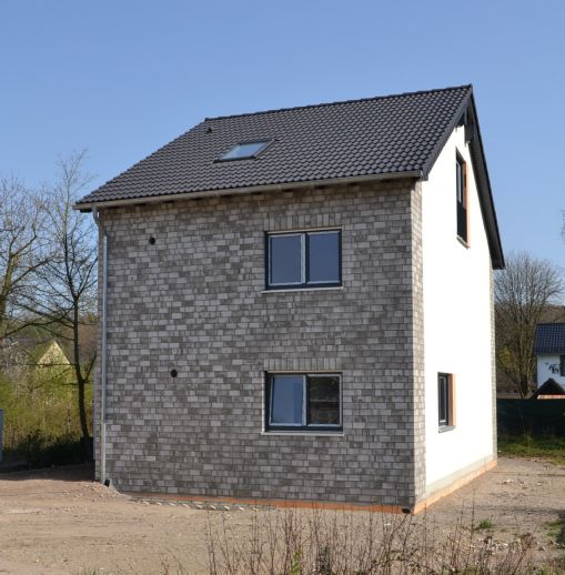 Freistehendes Neubau-Einfamilienhaus in ruhiger Kernlage des Hürther Ortsteiles Berrenrath