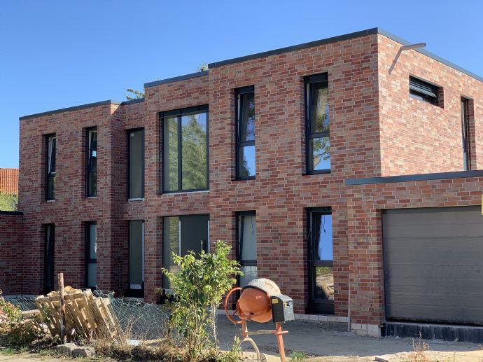 Neubau als Doppelhaushälfte mit vier Zimmern in Celle