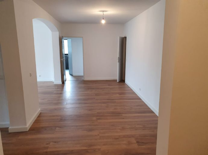 3,5-Zimmer-Apartment mit Balkon im 2. Obergeschoss