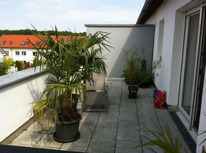 Wunderschöne DG-Wohnung mit EBK und großer Dachterrasse PROVISIONSFREI
