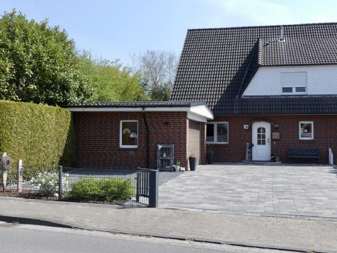 Große, moderne Doppelhaushälfte in Bahnhofsnähe von Privat zu verkaufen