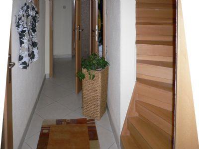 Treppenhaus mit Holztreppe