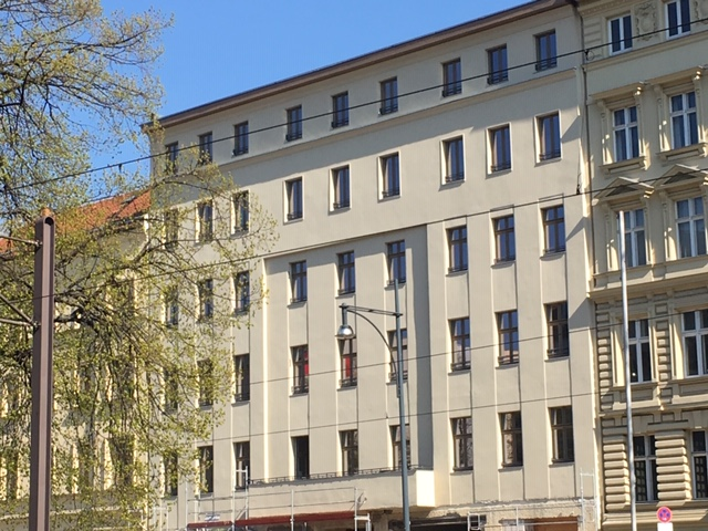 Im Herzen von Berlin - sanierter Gründerzeitaltbau mit Balkon, Erstb.