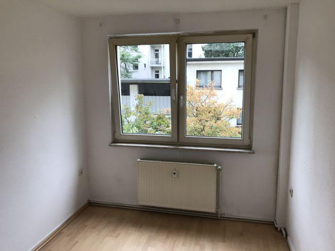 Neudorf-Nord - 2 Zimmer - Balkon - auch für Studenten ideal