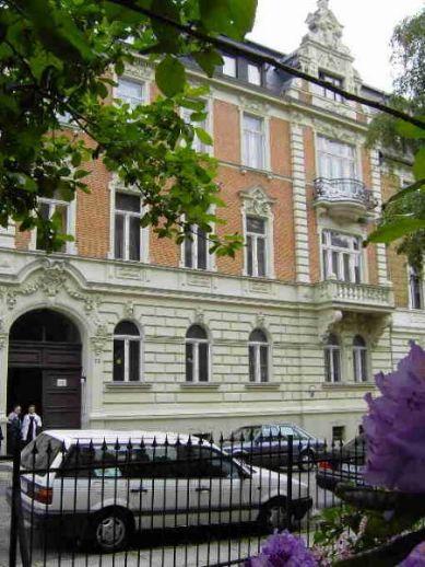 Super 2-Zi. Parkettwohnung mit Balkon in saniertem Gründerzeithaus