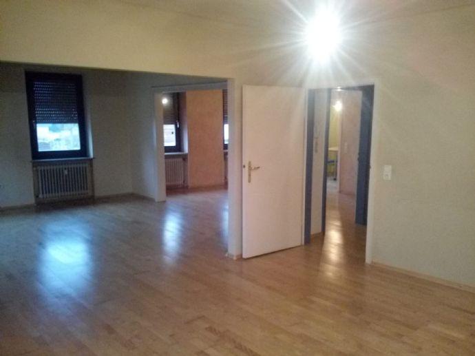 Große 5 Zimmer-Wohnung