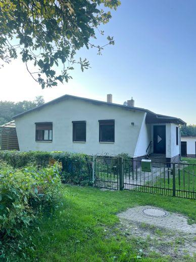 Einfamilienhaus im Dornröschenschlaf in Alt