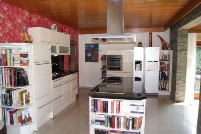 offene Küche mit Granitarbeitsflächen