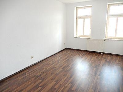 sehr sch ne 2 r whg im 1 dachgescho bad mit wanne laminat in den wohnr umen attraktiver. Black Bedroom Furniture Sets. Home Design Ideas