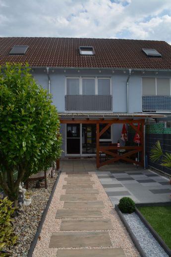 VIELE EXTRAS: Tolles und gepflegtes Reihenmittelhaus in ruhiger Wohnlage mit Terrasse und Stellplatz