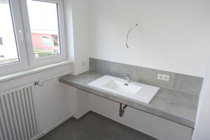 Erstbezug nach umfangreicher Modernisierung mit Wohnküche in Obertshausen (Hausen)