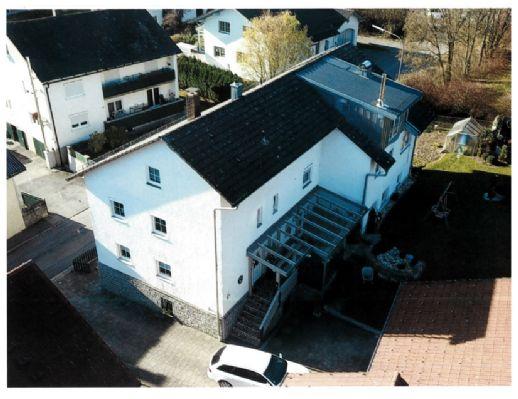 Wohnhaus in zentraler Lage in Schöllnach