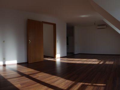 Helles Renoviertes Apartment Mit Klimaanage In Neutraubling Wohnung