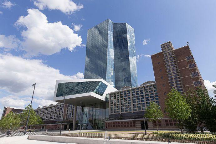 Großwohnung in Frankfurt-Ost mit 8-10 Schlafplätzen an Baufirma etc. langfristig zu vermieten