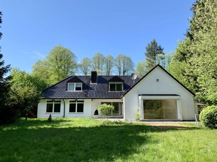 Provisionsfrei: Familienfreundliches Haus mit 2 Einliegerwohnungen in Duvenstedt zu kaufen (240 m² Wohnfläche + 170 m² Keller frei)