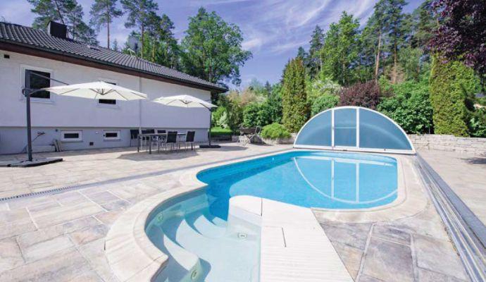 Traumhafte Villa mit Doppelgarage, Pool, Sauna und viel Platz in Lauf OT Vogelhof