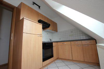 Küchenansicht mit Einbauküche im DG