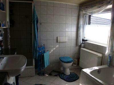 Dusch- und Wannenbad im OG