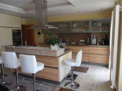 Küche mit Thekenplatz