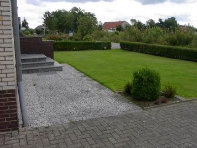 Eingang mit Gartenbereich