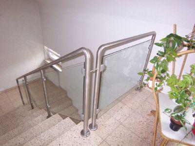 8 gepflegtes Treppenhaus