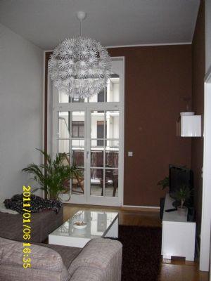 Wohnzimmer m. Blick zum Balkon