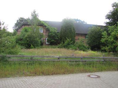 Gibelsete Fachwerkhaus mit angrenzendem Stallgebäu