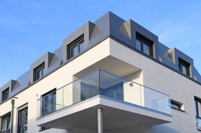 Balkone mit filigranem Glasgeländer