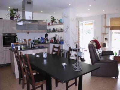 Einbauküche - Essecke - Teil vom Wohnzimmer