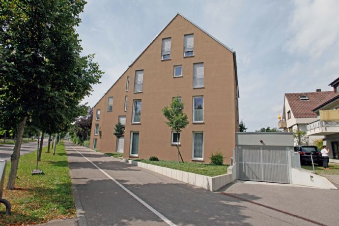5 Zimmer - 1 Küche - 2 Balkone - 2 Bäder/WC im 2. OG und DG + TG ...