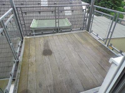 gro z gige 2 zimmer wohnung im 2 og mit balkon neues badezimmer renovierung durch vermieter. Black Bedroom Furniture Sets. Home Design Ideas