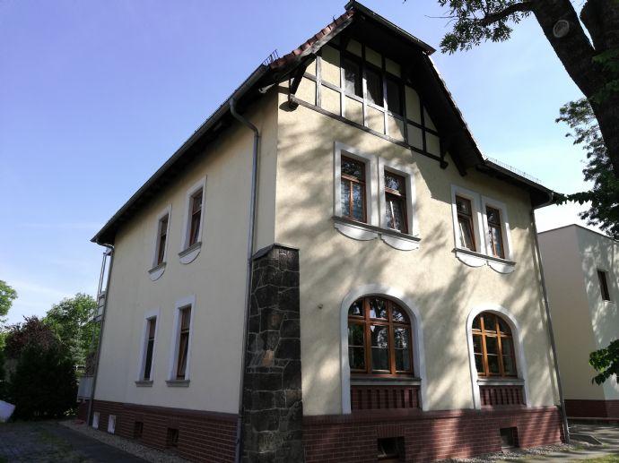 Schöne 5-Zimmer-Wohnung -- mit Kamin, Terrasse, Garten -- Apartment ...