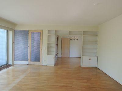 Vom Wohnraum ein Blick in das Esszimmer ...