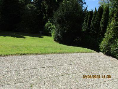 3-Zi. großzügige gepflegte helle EG-Whg. mit Süd-West/Terrasse + 2 helle Bäder +weiße EBK + Parkett+ gr.Hobbyraum (16 qm) + TG