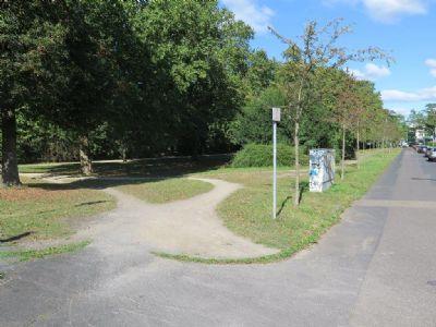 Park, 50 Meter vom Haus