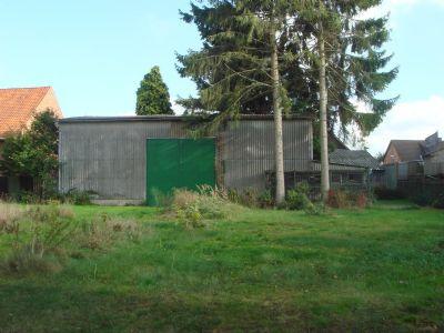 Hinterhofgarten mit Scheune