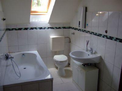 sch ne renovierte 3 zimmer dg wohnung in feldmark rotthausen wohnung gelsenkirchen 2emql46. Black Bedroom Furniture Sets. Home Design Ideas