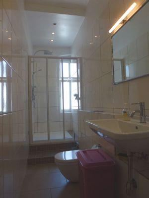 neues Duschbad mit Fenster