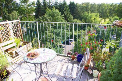 clever geschnittene 2 zimmer wohnung mit balkon ins gr ne. Black Bedroom Furniture Sets. Home Design Ideas