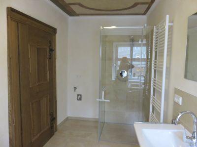 luxuswohnung in topsaniertem mehrfamilienhaus direkt in der n rdlinger altstadt etagenwohnung. Black Bedroom Furniture Sets. Home Design Ideas