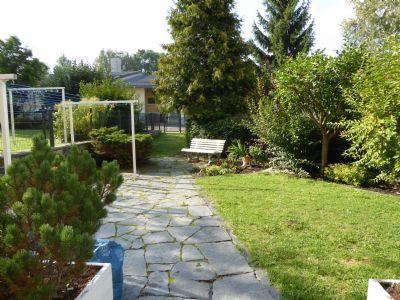 Schnell noch ein Blick in die Gartenwelt im Hof