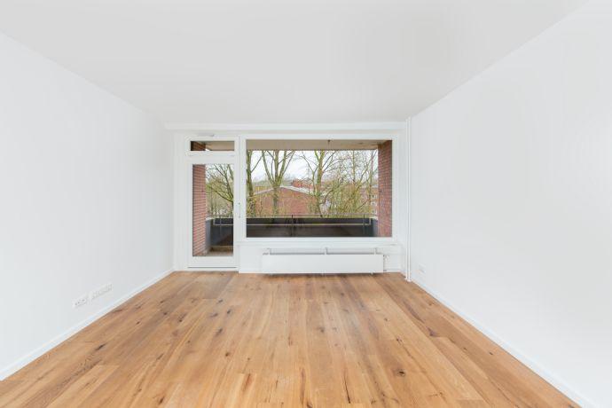 Bild 2 Von 19: Wohn /Esszimmer Mit Balkon