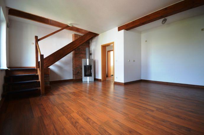 Bild 1 Von 11: Wohnzimmer Mit Kamin (2.OG)