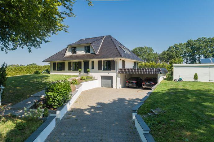 Provisionsfrei! ****Exklusive Landhausvilla auf einem herrschaftlichen 3780 qm großem Grundstück mit Bauplatz***