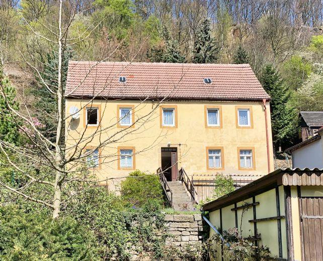 Altes Winzeranwesen an der Elbe in Pirna