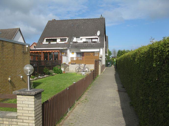 Für Pferdeliebhaber! Schöne Doppelhaushälfte mit Garage in Salzgitter-Reppner zu verkaufen.