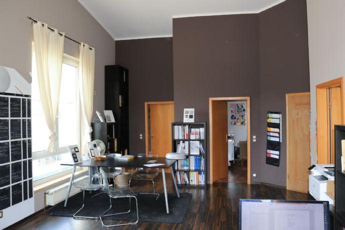 Originelle Wohnung, 2,5-Raum, modern, hohe Decken, grosse Terrasse.