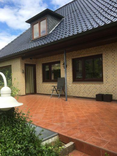 Große Wohnung im  Einfamilienhaus zu vermieten. Das Haus befindet sich auf einem über 900 qm großem Grundstück.