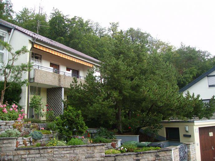 ERSINGEN - Solides und gepflegtes 3 Familienhaus in ruhiger Ortsrandaussichtslage